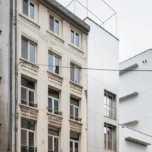 紧凑型功能住宅将房屋变成了一系列相连的空间