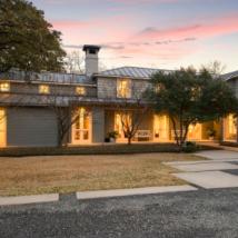 达拉斯建于1940年代的五居室房屋采用舒缓简约的设计