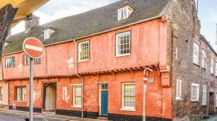 Maisonette曾经是中世纪商人建筑的一部分售价为130000英镑