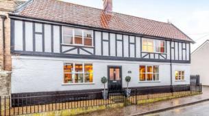诺富克风格独特的房屋以595000英镑的价格出售
