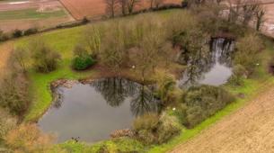 东图德纳姆占地4.8英亩的垂钓湖林地和配套用地以116000英镑的价格售出