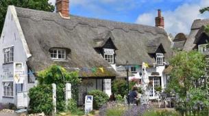 酒店上漂亮的茅草屋咖啡馆生意以75000英镑的价格出售