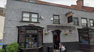 诺尔威尔斯路的查理酒吧以27.5万英镑的价格出售
