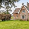 维多利亚时代的别墅曾经是诺福克庄园的一部分以700000英镑的价格出售