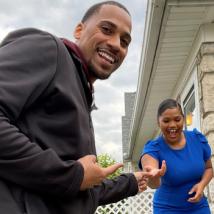 一名哥伦布青少年在哈林篮球队的协助下成为俄亥俄州最年轻的房主之一