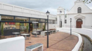 星巴克咖啡厅在历史悠久的斯泰伦博斯开业