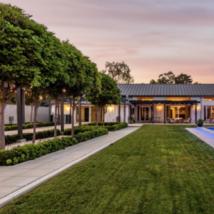 梅根泰勒的洛杉矶之家宾克罗斯比的马车房待售