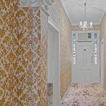 安利角色屋配有明亮的图案墙纸和地毯