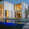 豪华房地产对其盈利能力变得至关重要
