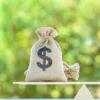 在销售的所有房屋中有一半的交易价格高于要价