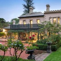 随着买家寻求更大的房产进一步缩小规模的房屋也受益