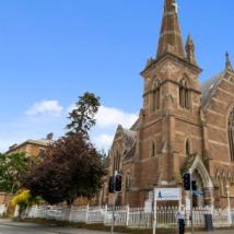 带有时间胶囊文物的霍巴特教堂标价120万美元