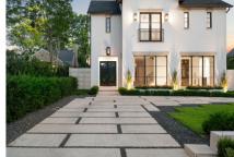 简洁的线条和流行的色彩是这座新近建成的高地公园住宅的特色