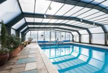 带游泳池的潜在度假村以135万英镑出售