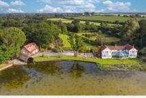 前狩猎小屋以169.5万英镑出售拥有巨大的湖泊