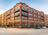 Sam Zell的芝加哥房地产公司购买了新的弗里斯科公寓