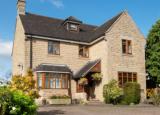 房价上涨在英格兰和威尔士创造了19个新的100万英镑的房地产市场